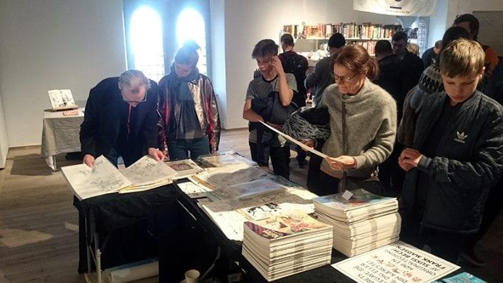 Originaltegningerne af Sussi Bech og Frank Bruun Madsen blev studeret grundigt.