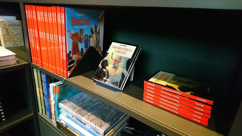 Sussi Bechs Samlede Værker til salg i Glyptotekets butik Nofret Aida Nur tegneserie