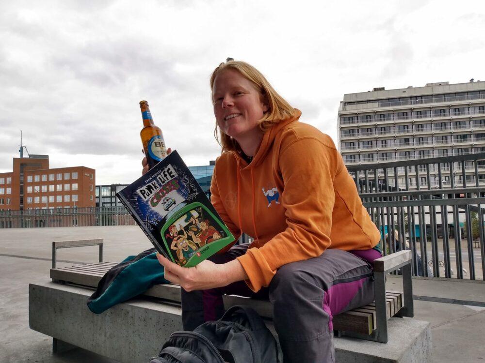 Rikke Hollænder læser PUNK LIFE CRISIS til Art Bubble på DOKK1.